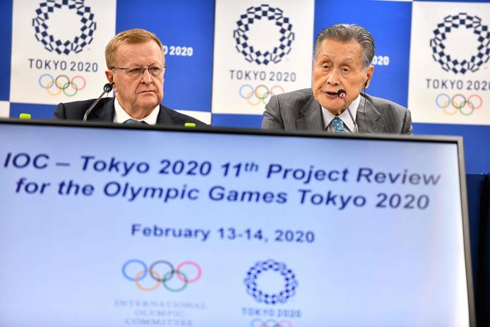 John Coates, hoofd van IOC's coördinatiecommissie (rechts).