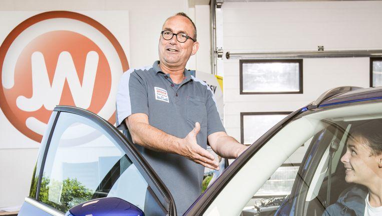 Autoverkoper Jan Wals: 'Nee, in mijn bedrijf heb ik nooit een kilometerteller teruggedraaid.' Beeld Jiri Buller
