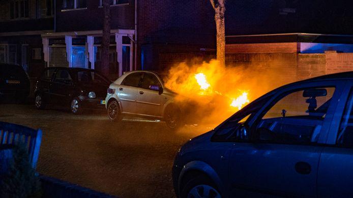 Deze brandende auto in Deventer is de 4e van 2020 in Deventer.
