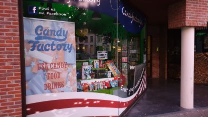 Snoepwinkel op klaarlichte dag overvallen: zwangere uitbaatster bedreigd met wapen