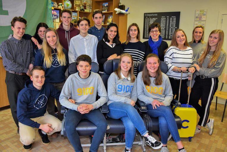 De jongeren van het zesde jaar Toerisme van de OLV Presentatie.