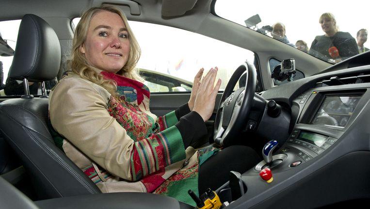 Minister Melanie Schultz van Haegen (Infrastructuur) in een zelfrijdende auto. Beeld anp