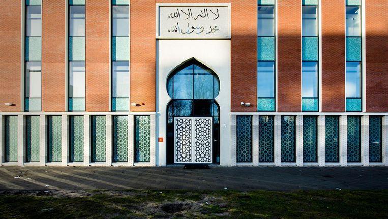 Volgens ingewijden ontstond de onrust zondag door jongeren die op de hand zijn van de imam. Beeld anp