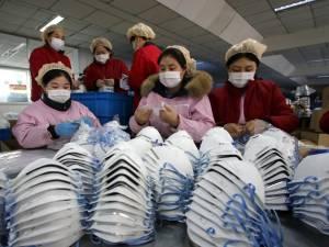 Des masques commandés par la France... rachetés par les Américains sur le tarmac de l'aéroport