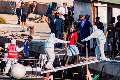 Italiaanse minister Salvini laat met tegenzin 27 migrantenkinderen toe