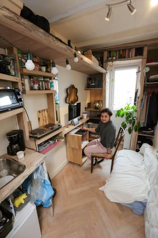 Te huur: een appartement in Oud-West van acht vierkante meter. De inmiddels beruchte advertentie bevestigde in december de gekte op de huizenmarkt. Prins de Vos (26) uit Oosterhout trok er begin februari in.
