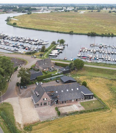 Plan voor groot hotel in vorm van voormalig fort aan Maas bij Lithoijen