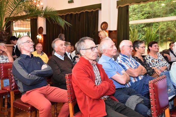 Ook gewezen burgemeester Koen Snyders (CD&V) kwam dinsdagavond luisteren in De Basiliek.