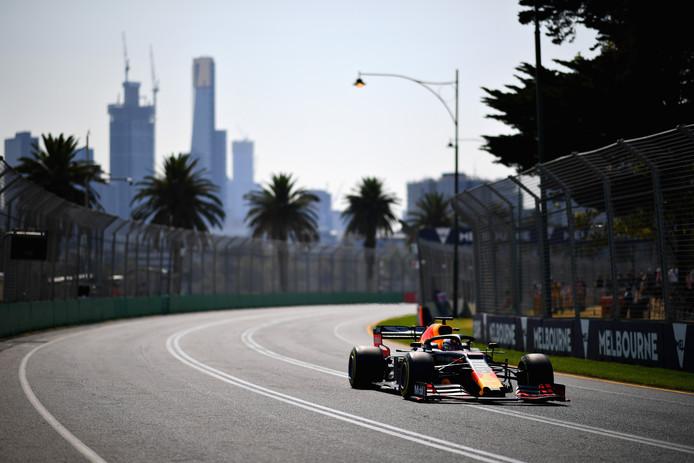 Max Verstappen in zijn RB15 tijdens de laatste vrije training voor de Formule 1 Grand Prix van Australië in Melbourne.