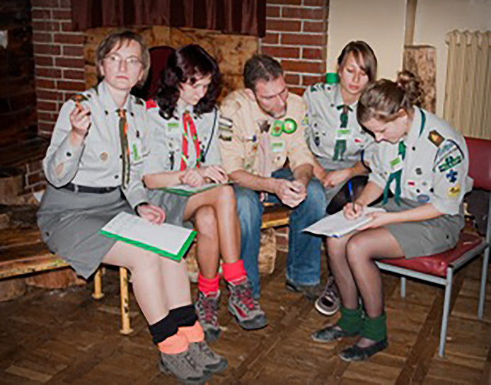 In 2010 nam Brech in Krakau deel aan een bijeenkomst van scoutinginstructeurs en squadrons. Hij ging naar Polen nadat hij door Nederlandse scouts was weggestuurd. Ze vertrouwden hem niet met kinderen.