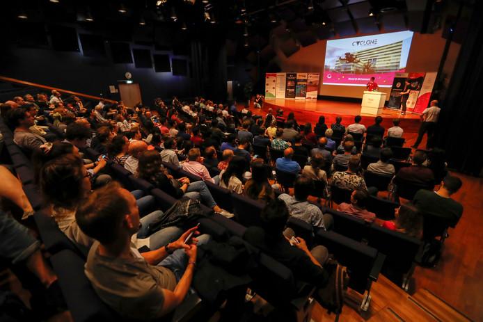 Deelnemers aan een congres over kunstmatige intelligentie op 15 juni op de Technische Universiteit Eindhoven.