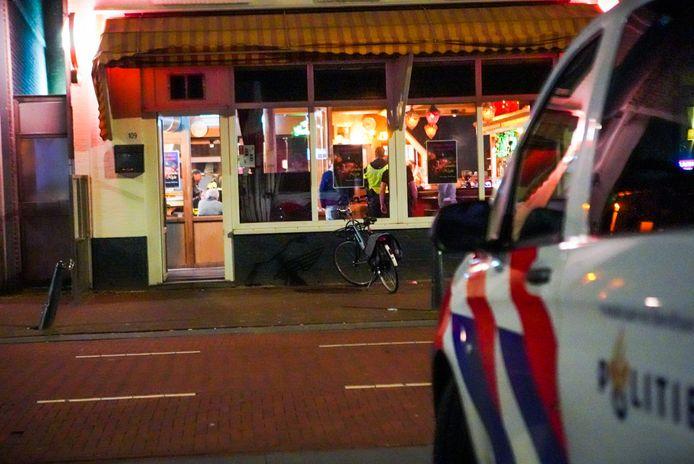 Op de Hoogstraat in Eindhoven is een overval gepleegd waarbij een persoon is neergestoken.