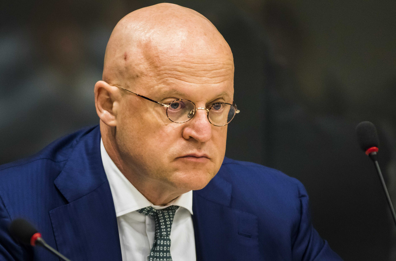 Minister Ferd Grapperhaus (Justitie en Veiligheid, CDA) ging met nabestaanden van moordslachtoffers in gesprek.