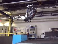 Robot doet achterwaartse salto