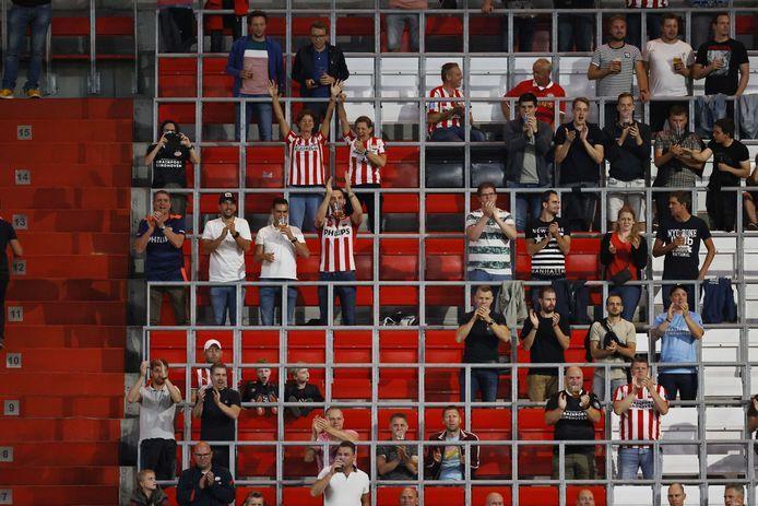 PSV-supporters tijdens PSV-FC Emmen.