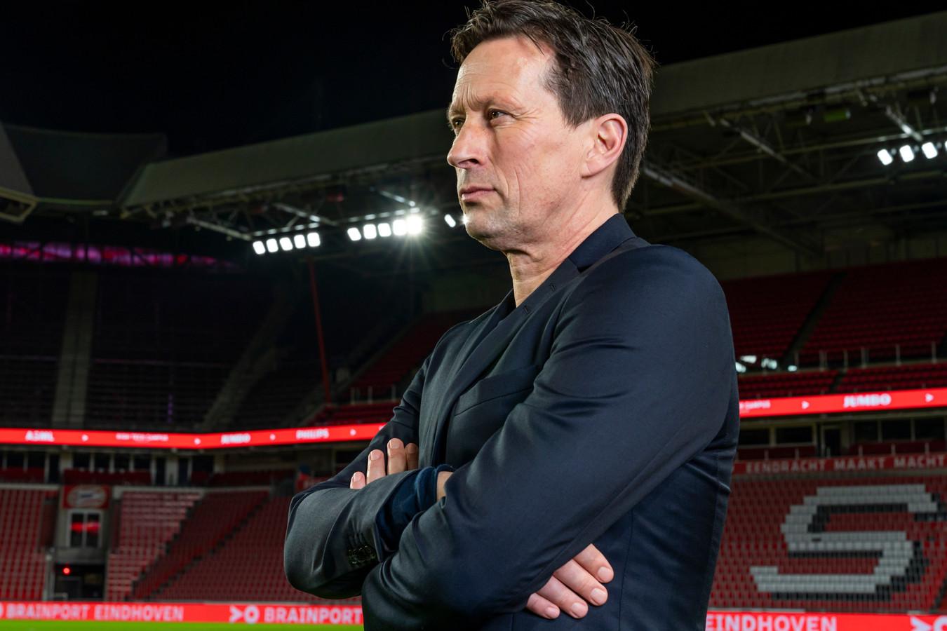Roger Schmidt in zijn nieuwe thuishaven: het stadion van PSV.