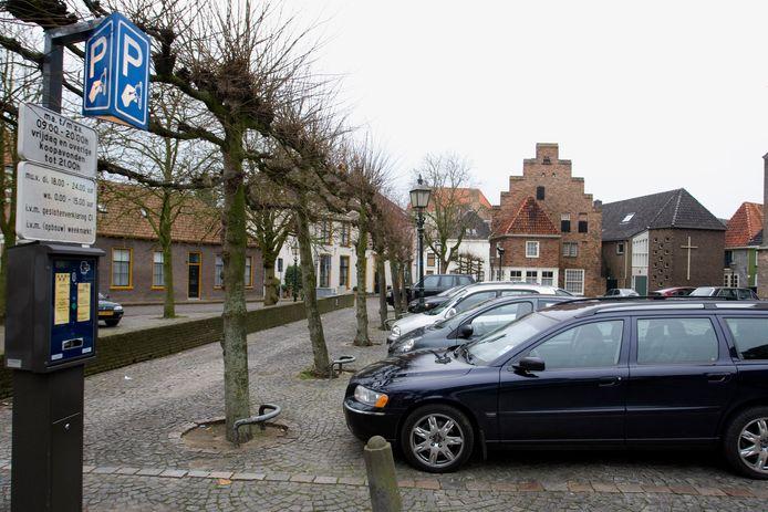 Parkeren in het centrum van Doesburg kost geld.