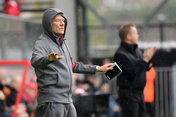 Laszlo Bölöni blijft laconiek onder de druk.