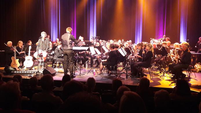 Crescendo-KNA tijdens het optreden met Gé Reinders in theater de Voorveghter