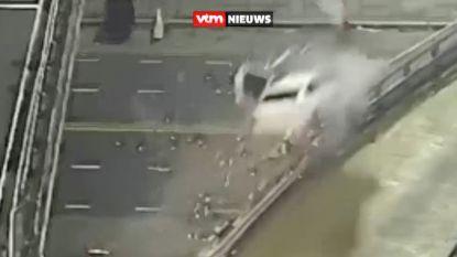 Spectaculaire crash: aan 170 km/u door vangrail