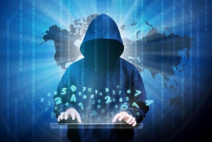 Cybercriminelen slaan vooral toe in de zomervakantie, als de grote baas op vakantie is en (tijdelijke) medewerkers het werk overnemen.
