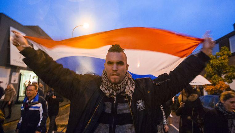 Deelnemers van de inspraakavond in Steenbergen op weg naar de sporthal waar de bijeenkomst woensdag plaatsvond. Beeld Freek van den Bergh