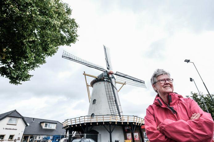 Hannie Bolck-Wilterink op een van haar favoriete plekken, dichtbij de molen.