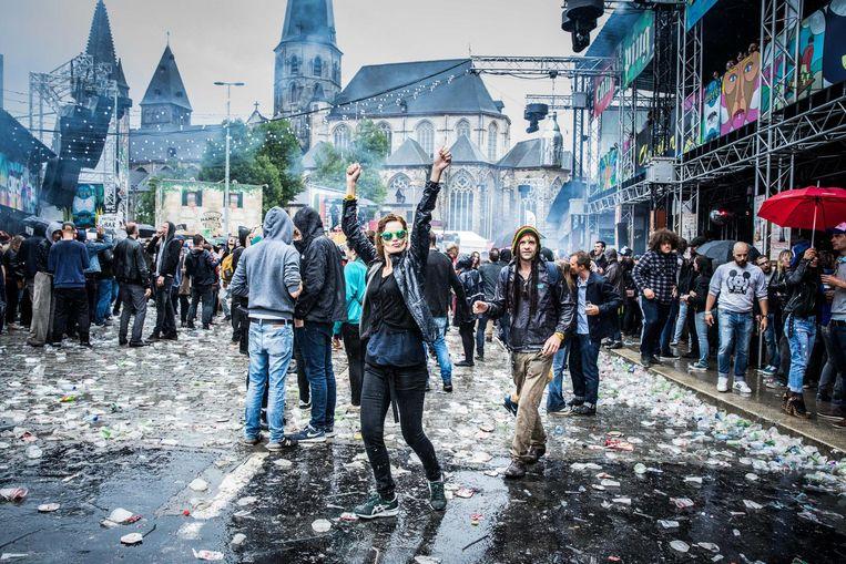 De feestvierders zien we dit jaar terug op de Vlasmarkt, de wegwerpbekers niet.