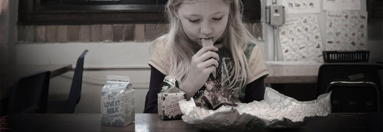'Een paar keer per week valt er een meisje flauw in de klas. Dan vragen wij: 'Heb je vanochtend ontbeten?' Het antwoord luidt meestal: 'Nee'' Beeld
