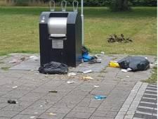 Afvalcoaches voor met troep overladen Rivierenwijk in Deventer: 'We zijn wanhopig'
