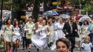 In bruidsjurk over kasseien lopen: Runaway Bride Run lokt 190 deelnemers