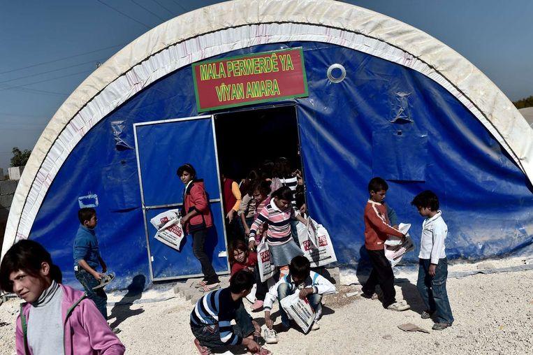 Syrisch-Koerdische kinderen in een Turks vluchtelingenkamp.