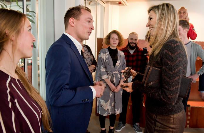 Eelke Dekens (links) in gesprek met de koningin.