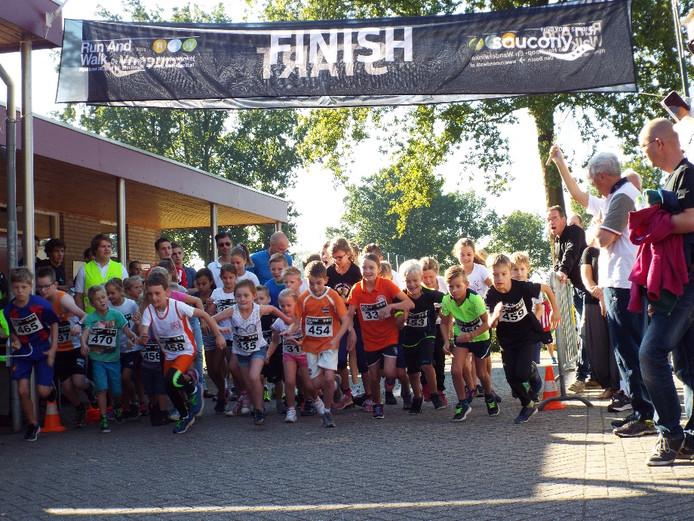 Start van de kidsrun tijdens de Profielloop in Gemonde in 2016.