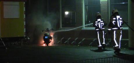 Politie zoekt getuigen na scooterbrand in Enschede