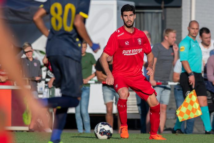 Het is nog onzeker of FC Twente-verdediger Nacho vrijdag tegen FC Dordrecht inzetbaar is.