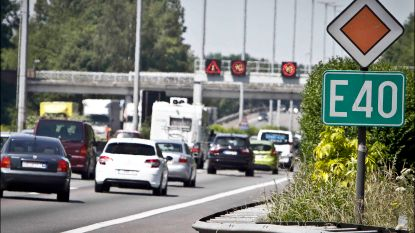 Ongeval met bus en twee wagens op E40 in Aalter: vier gewonden