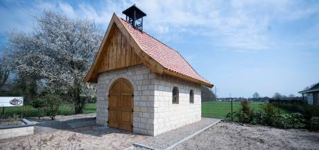 In Wierden staat een kapel als uit een sprookje
