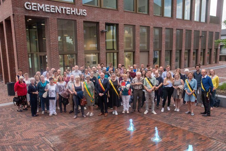 Meer dan 70 nieuwe inwoners ontvangen op gemeentehuis aan Rode Heuvel. De teller staat bijna op 26.000 Wetteraars.