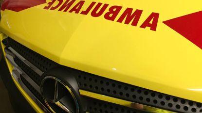 Passagier gewond bij botsing op rotonde