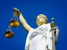 Man uit Nuenen ontkent ontucht met 12-jarige dochter, officier eist drie jaar