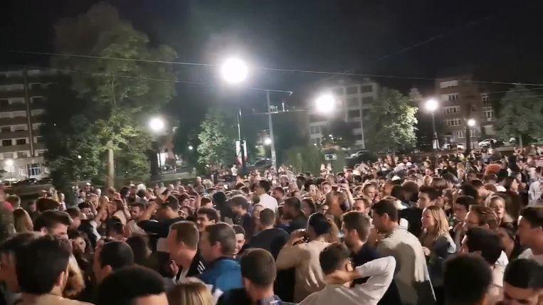 Eind juni kwamen honderden jongeren samen op het Brusselse Flageyplein om verder te feesten na sluitingsuur van de horeca.