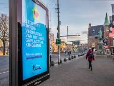Den Haag zit acht jaar vast aan digitale reclamezuilen