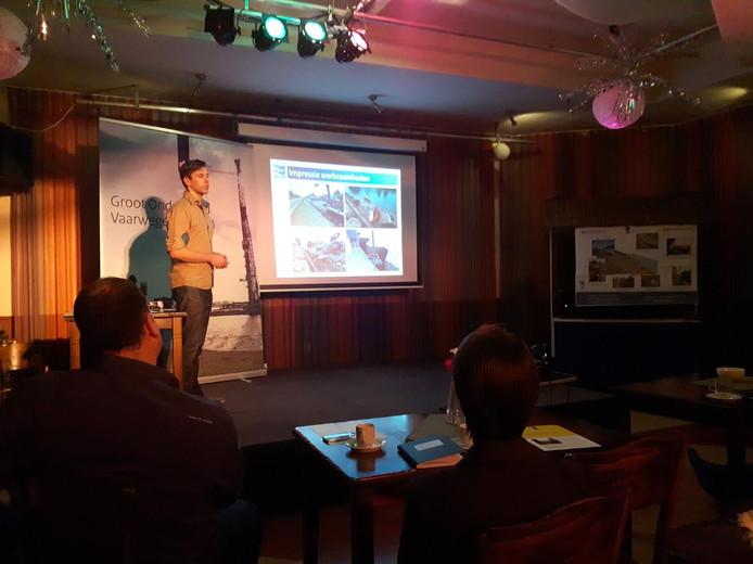 Projectcoördinator Pieter van Luijtelaar geeft uitleg.
