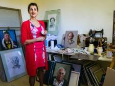 Hedelse Erna van Lith één van de drie portretschilders in tv-programma Sterren op het Doek