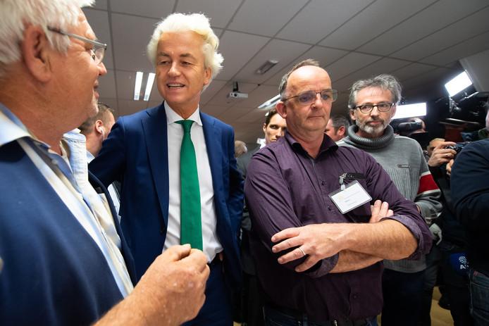 Geert Wilders bezoekt informatieavond over het azc in Gilze