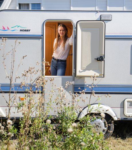 Ontgoochelde Lucia (23) krijgt gekraakte woonwagenplek Almelo niet; 'Ik heb er recht op'