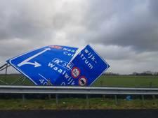 LIVE: Gewonden door zeer zware storm, treinen rijden niet en veel schade in Brabant