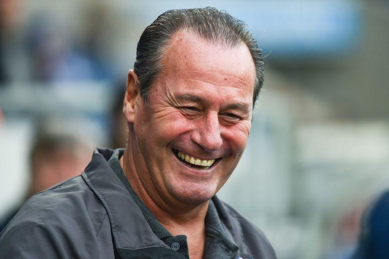 Huub Stevens lacht tijdens de wedstrijd van Hoffenheim. Beeld ap