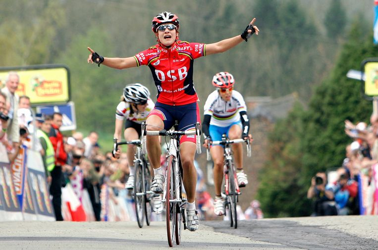 Marianne Vos is als eerste boven op de Muur van Hoei waardoor ze in 2008 de Waalse Pijl heeft gewonnen. Beeld Getty Images